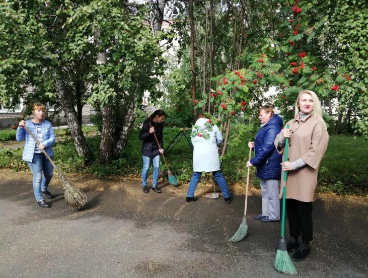 Более двух тонн мусора собрали сотрудники Красноуфимской больницы в рамках Всемирного дня чистоты