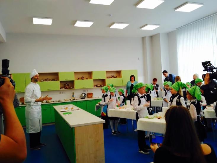 Более 300 тысяч школьников Екатеринбурга обучены в рамках программы «Разговор о правильном питании»
