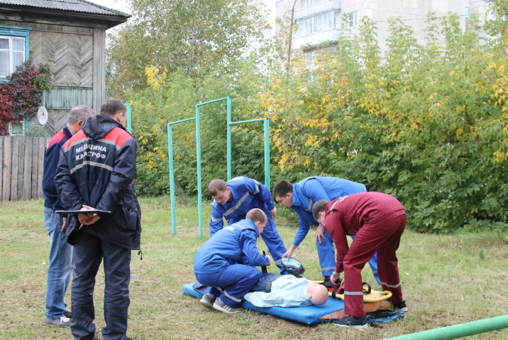 В Алапаевске состоялись окружные тактико-специальные учения фельдшерских бригад скорой помощи