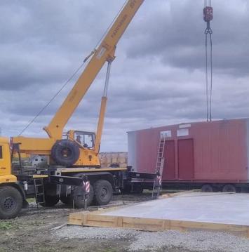 В Артёмовском ГО завершаются демонтаж аварийного здания больницы и сборка модульного ФАПа
