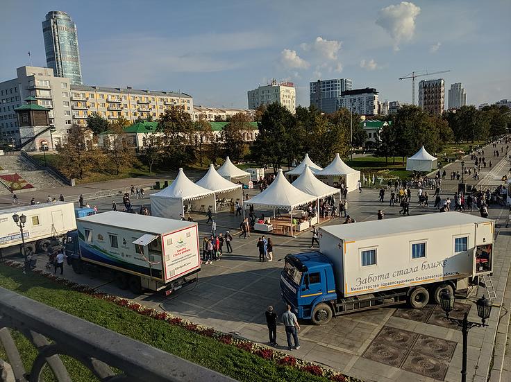 Около 3 тысяч жителей и гостей Екатеринбурга приняли участие в акции Будь здоров – питайся правильно