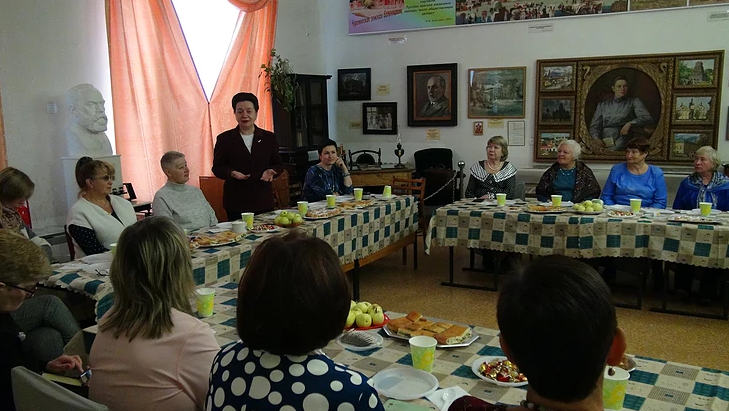 «Серебряных» волонтеров Екатеринбурга поздравили с Днём пожилого человека