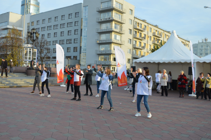 В Екатеринбурге более 250 горожан приняли участие в акции в поддержку онкобольных