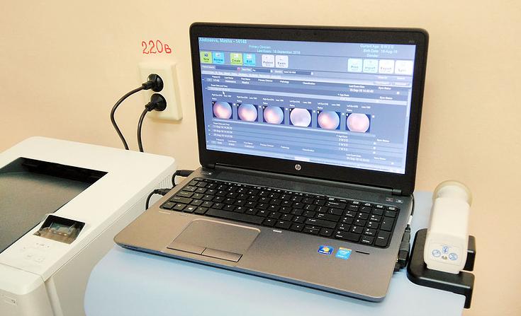 Краснотурьинские медики теперь самостоятельно могут выявить проблемы со зрением у новорожденных