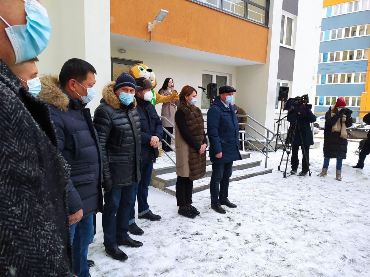 Два специалиста Березовской ЦГБ получили ключи от служебного жилья