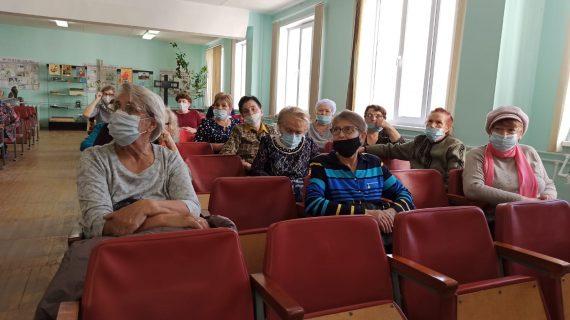 Березовская ЦГБ поздравила своих пенсионеров с праздником